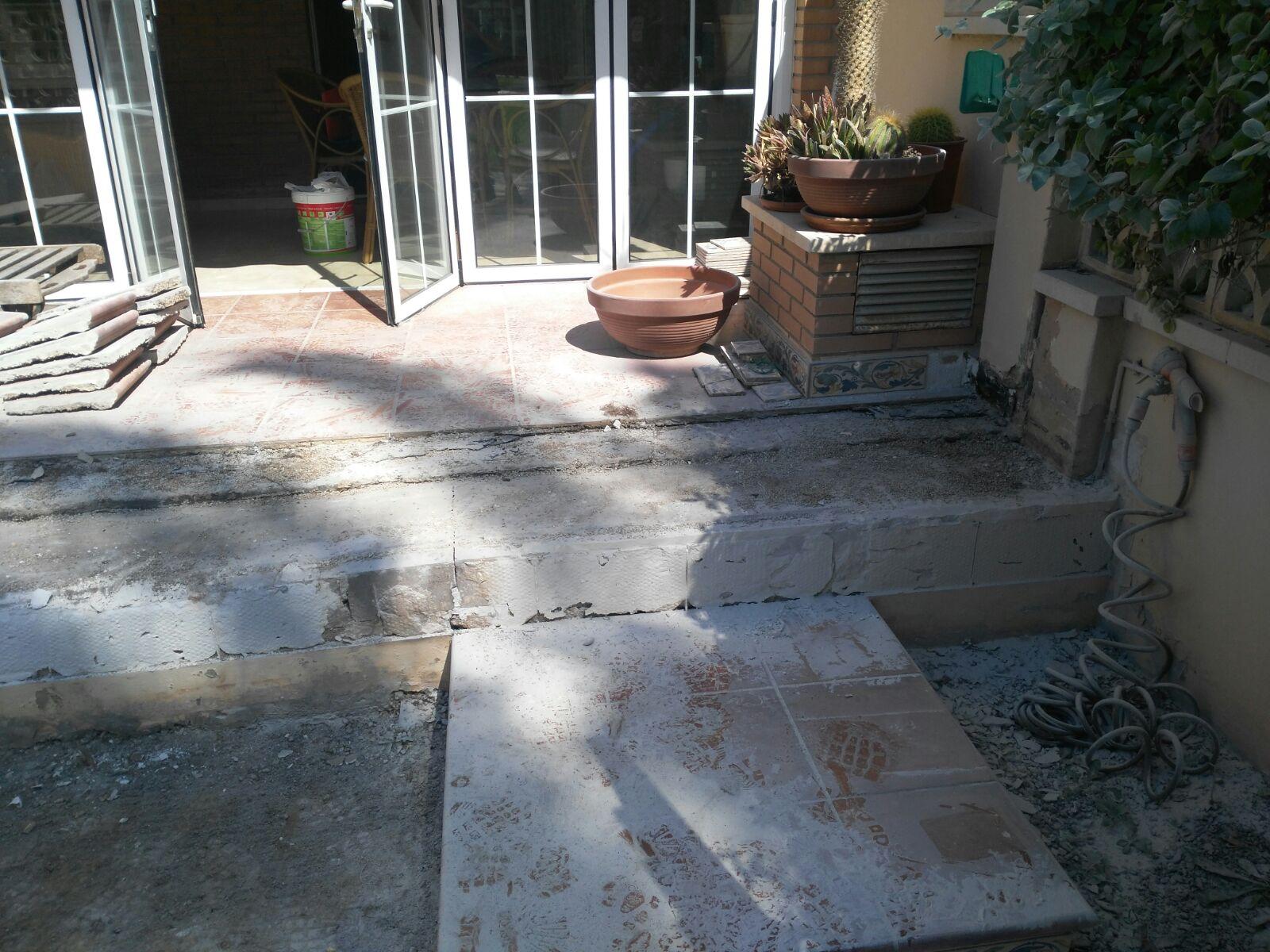 Arreglo de pavimento y colocación de césped